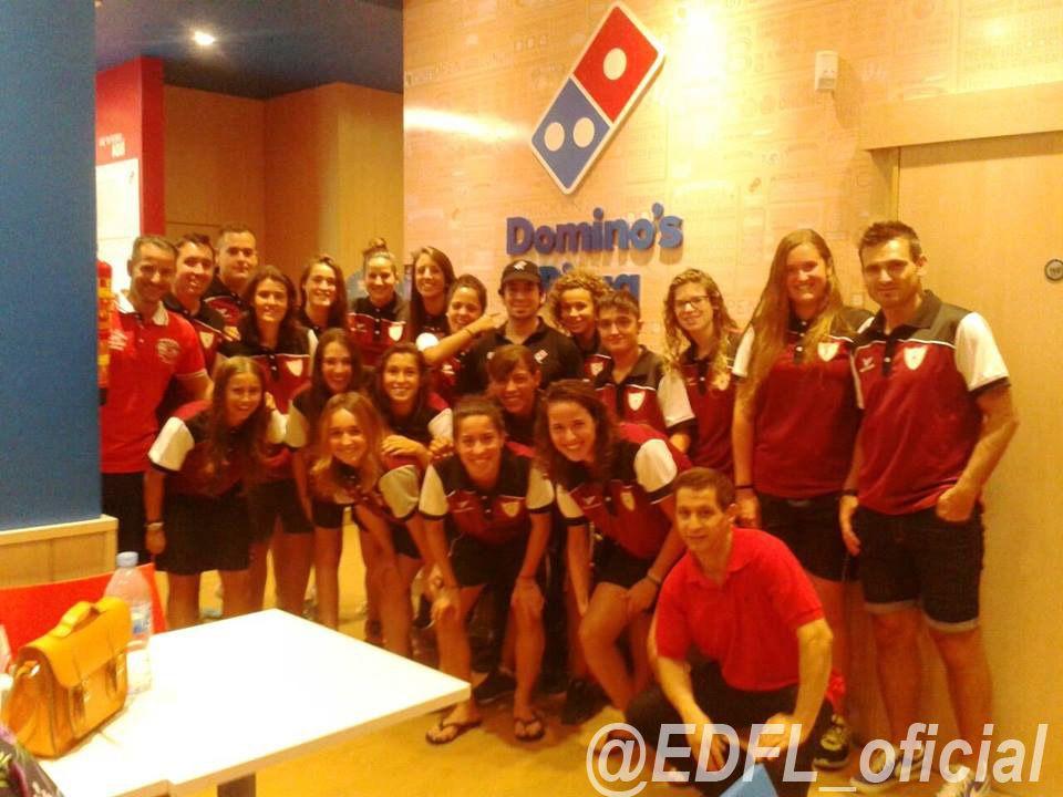 Buen rato el que hemos podido compartir con las chicas de nuestro equipo femenino de 2ª división Nacional, gracias a la colaboración de Domino´s Pizza. Momentos de convivencia que siempre son importante