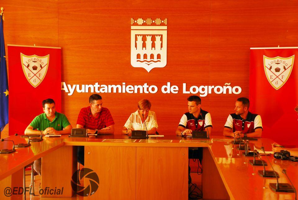 La concejal del Ayuntamiento de Logroño, Pilar Montes, ha presentado junto a  EDF Logroño con, F.Rivillas y Sergio Martínez  como representantes del club y , Diego Azcona, Fundación Rioja Deporte, Rubén Losantos, Federación Riojana de Fútbol el II Torneo de Fútbol 11 Femenino EDF Logroño.