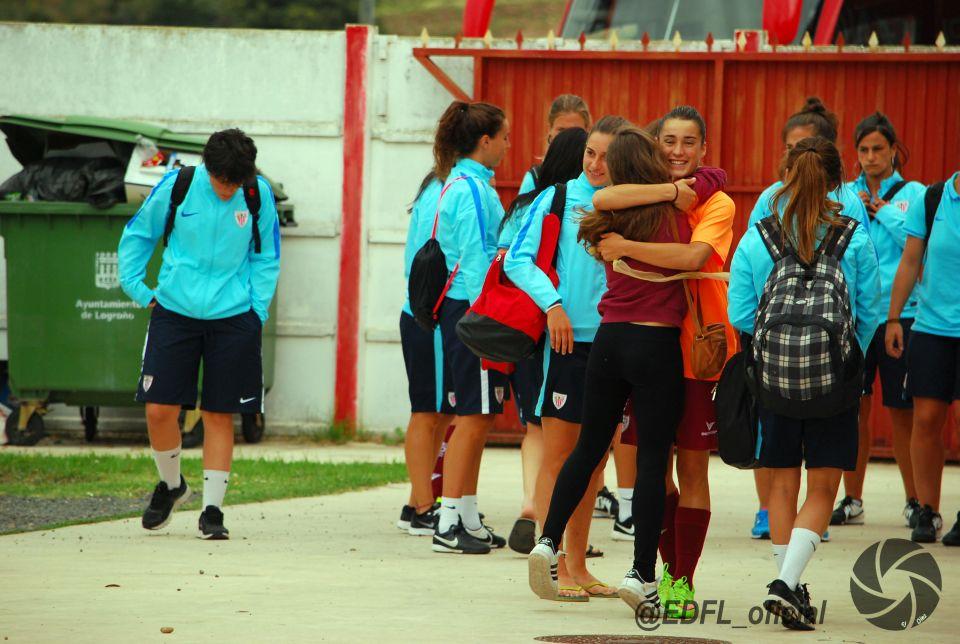 II TORNEO FEMENINO EDF LOGROÑO<br />Edf Logroño - Mulier Osasuna (0-0)<br />Gana a penaltis el Osasuna (3-2)<br />Edf Logroño - Athletic Bilbao (0-2)<br />Mulier Osasuna - Athletic Bilbao (1-2)<br />Campeón del torneo: Athletic Bilbao<br />Magnífico ambiente el que se ha vivido esta tarde en el Campo Municipal de Varea. Un gran nivel futbolistico el que han demostrado los tres equipos. El entrenador riojano Héctor Blanco,...